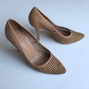 VINCE CAMUTO VCsignature nude perforated pumps 7.5